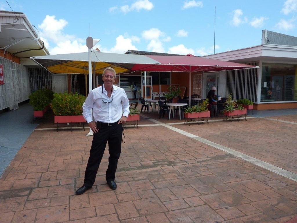 Steven Pinkert in front of Warung Jawa