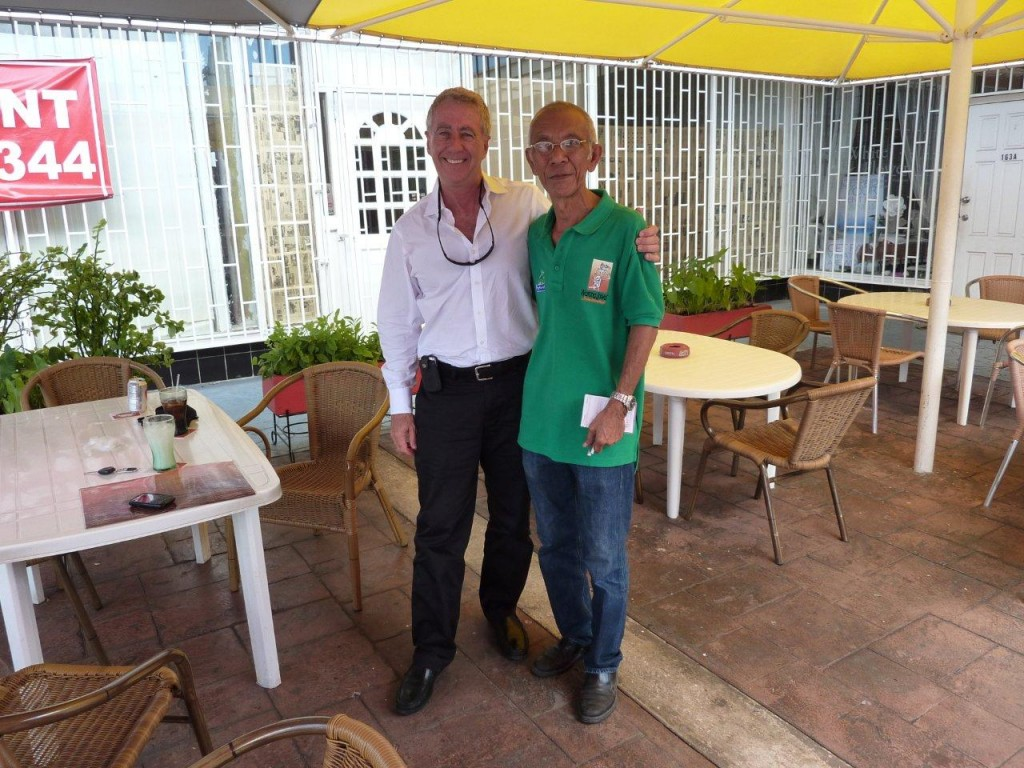 Steven Pinkert standing with the owner of Warung Jawa - Curacao